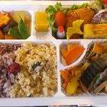オーガニックカフェ チャント - 松花堂弁当の一例。季節のオーガニック食材を使用した身体に優しいお弁当です。ご予約制1580円~