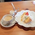 リポサーレ - シフォンケーキ(プレーン)とコーヒー。