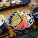 鮨処 濱蝶 - 料理写真:きさらぎランチ(1000円) サラダ・茶碗蒸し・お吸い物