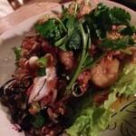 タイ東北料理イサーンキッチン - チキンとハーブのサラダ!