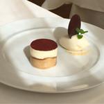 35110006 - デザート:長野県産フロマージュブランのティラミスと洋梨のソルベ