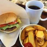 エリックス・ハンバーガーショップ - アメリカンクラシックバーガーポテトセット 820円
