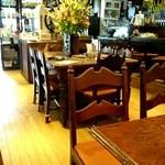 珈琲屋ROW - 中央のテーブル席