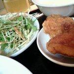 小龍門 - 野菜サラダとから揚げ