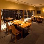 こまつ - 店内・テーブル席
