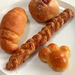 35119077 - しっかりとした焼成は好きですね♬肉球みたいなかわいいパンもありました