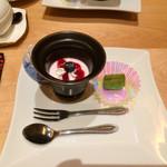 35120224 - びわね食彩膳(?)のデザート。いちごババロアとわらび餅★2015.2