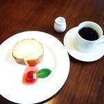 キプフェル - コーヒー、ロールケーキ