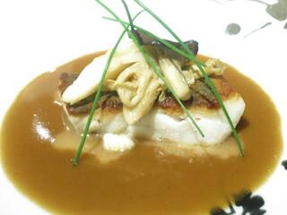 マノワール・ディノ - 黒ムツのポアレ アルベールソース 丹波産シメジとジロール茸のソテー