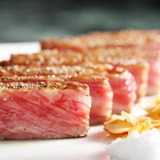 厳選されたお肉をメインに、大人のデートを楽しめます