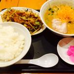 元ちゃん - 野菜炒め定食  ラーメンは味噌 980円