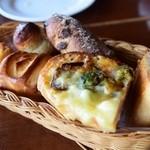 ボーノ - お替り自由のパン