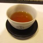 鶴屋吉信 - 香ばしい、煎り番茶。