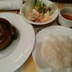 洋食キッチン シャトー - 【2015.2.16(月)】煮込みハンバーグセット
