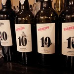 cafe+bar Leandro - 店内のお酒。こちらは白ブドウ