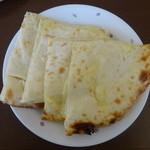 ガンジス川 - チーズナン
