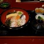 35130370 - 海鮮丼(全体)