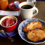 キジトラ珈琲舎 - フレンチトーストセット(焼きリンゴ+コーヒーつき)