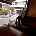 カフェ・ラパン - 店内窓際席