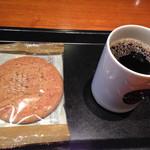 タリーズコーヒー - 本日のコーヒーショートサイズとアーモンドプラリネ 計490円