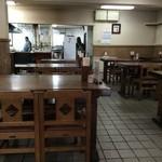 日精そば - 店内は広く、4人掛けテーブルが16あります