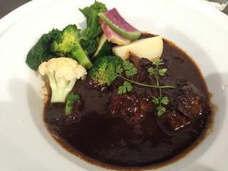 けせらせら - ランチメニュー 牛バラ肉の赤ワイン煮シチュー。 お肉柔らかくて美味しかったー