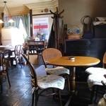 カフェ・ホートン - テーブル席は円形
