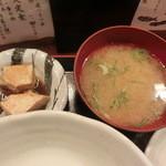 博多 魚頂天 - 付属の味噌汁とブリ煮物