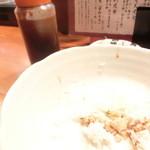 博多 魚頂天 - ご飯は、専用の丼ダレで