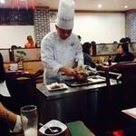 北京烤鴨店 - 北京ダック切ってくれます