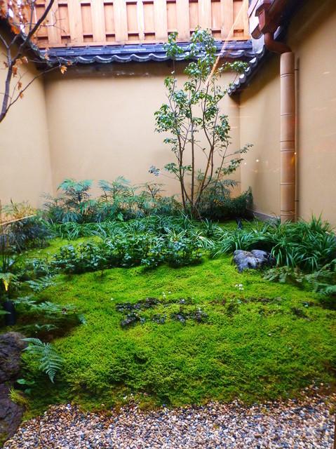 洋菓子 ぎをん さかい - 一番奥には、坪庭があり京都の雰囲気です!