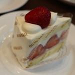 巴裡 小川軒 サロン・ド・テ - 苺のショートケーキ 500円くらい?