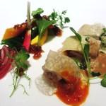 カントニーズ 燕 ケン タカセ - 茹で鶏の冷製 オリエンタルハーブの香り 三種のソースで 季節野菜とともに
