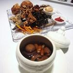"""カントニーズ 燕 ケン タカセ - """"ファッチューチョン""""数種キノコ類と広東乾燥野菜で作ったオリジナル精進蒸しスープ"""