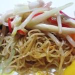 カントニーズ 燕 ケン タカセ - 七種の夏野菜細切り炒め入り 香港細麺の焼きそば