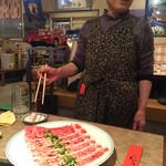 けいしゅう - 熟成が完了した上質な神戸牛。この一品は、女将さん自ら焼いて頂く、特別メニュー。勝手には焼かせない。