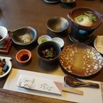 Shourenkanyoshinoya - 朝。和食の定食です。