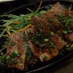 Ooitayuushokuizakayaorochitohiiragi - 豊後牛の灼熱鉄板ステーキ