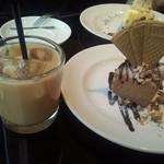 35159434 - アイスミルクティーと、アイスチョコレートムース