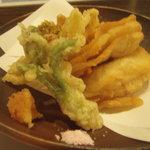 れんげ草 - 春を感じさせてくれる山菜の天ぷら