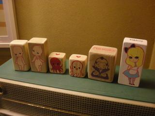 日本酒バー オール・ザット・ジャズ - イラストが描かれた積木。