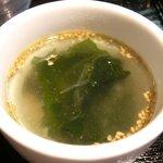 ゴールデンタイムス - 博多リゾンバ 500円 のワカメスープ