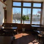 ボストンベイク - 店内、カフェスペースもあります。