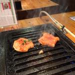 焼肉台所家 - 焼かれるシマチョウ