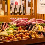 焼肉 くらべこ - 入り口には産直野菜のショーケース