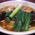 中国料理興安楼 - 小といってもボリュームたっぷりな中華丼