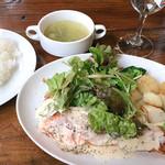 アウグスビール ラボ・キッチン - お魚ランチ サーモンのソテー クリームソース