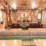 成久中国料理 - ホール中央(正面)