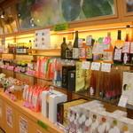 紀州梅干館 - お土産も色々揃っています。