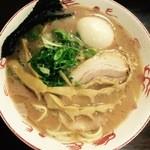 35172579 - らぁ麺(並)\700 煮玉子トッピング